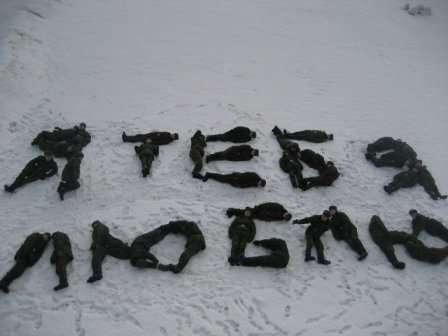 Солдаты пишут слова (17 фото)