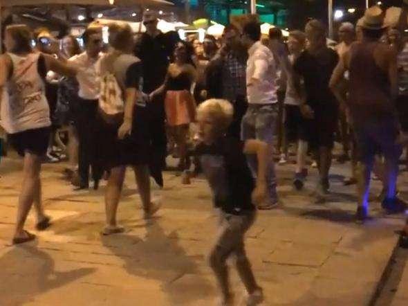 Флешмоб немцев на испанском курорте приняли за теракт: 11 человек ранены, пять арестованы