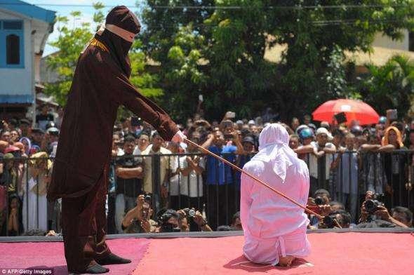 За свидание - розги: как исламисты карают прелюбодеев