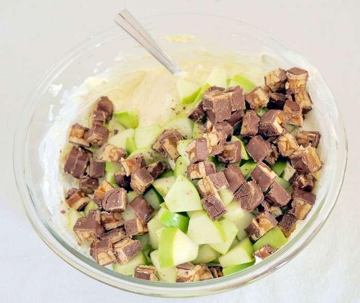 «Прощай, диета!»: ну очень необычный салат, покоривший сладкоежек во всем мире