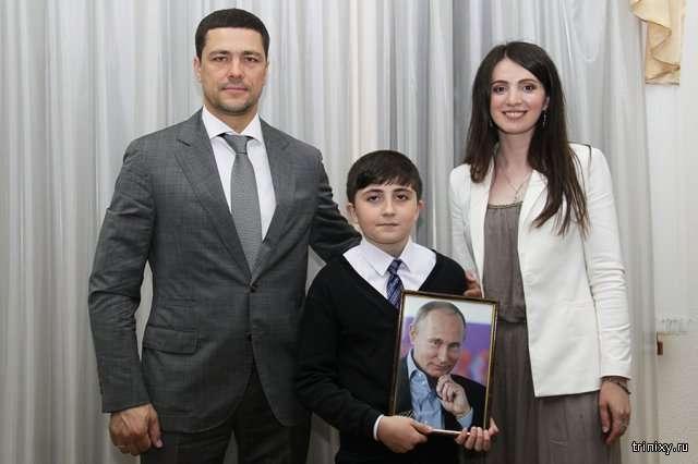 Мальчик, приславший Путину 3000 рублей, получил в подарок планшет и велосипед (2 фото)