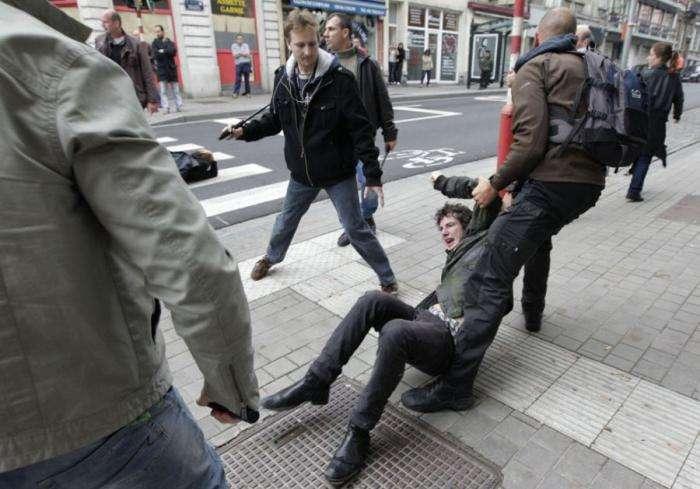 Антиглобалисты в Европе (33 фото)