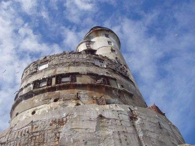 Заброшенный атомный маяк (21 фото)