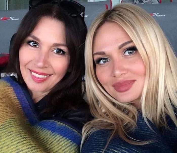 Как ровесницы! Виктория Лопырева и её 57-летняя мама