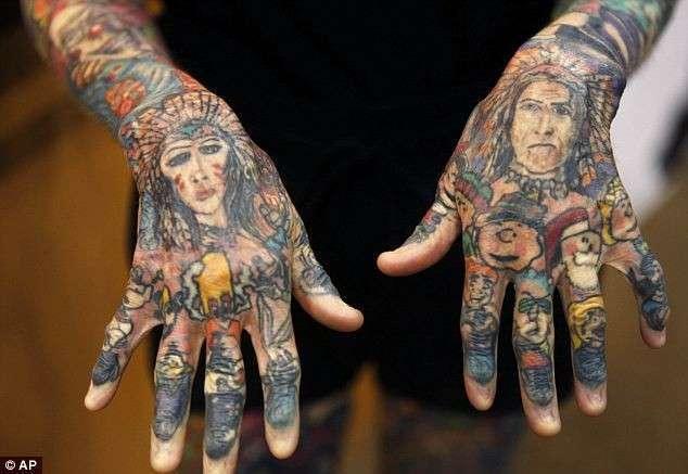Самая татуированная женщина в мире (6 фото)