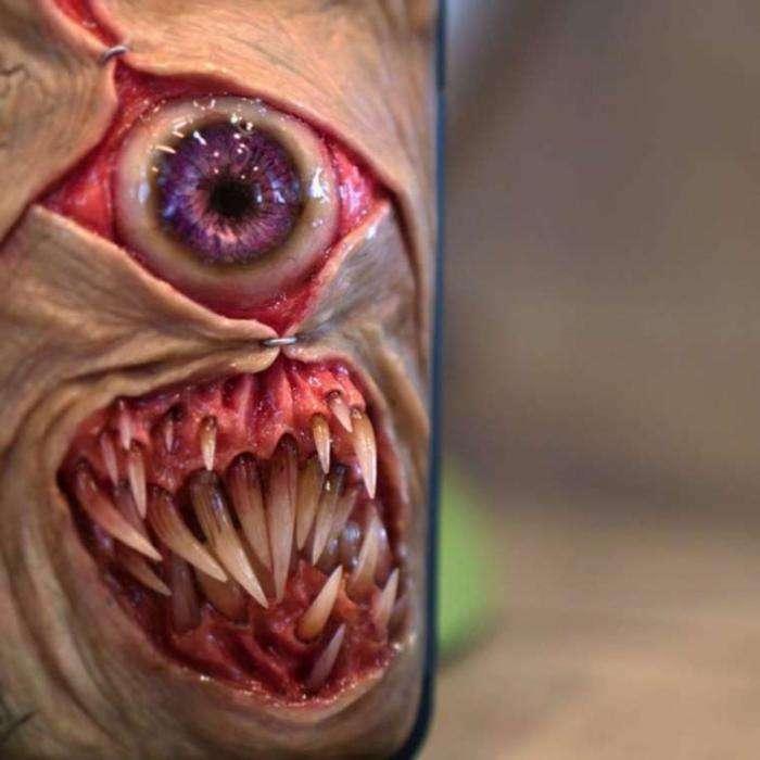 Чехлы из страшных кошмаров (16 фото)