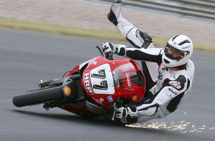 Падения с мотоциклов (18 фото)