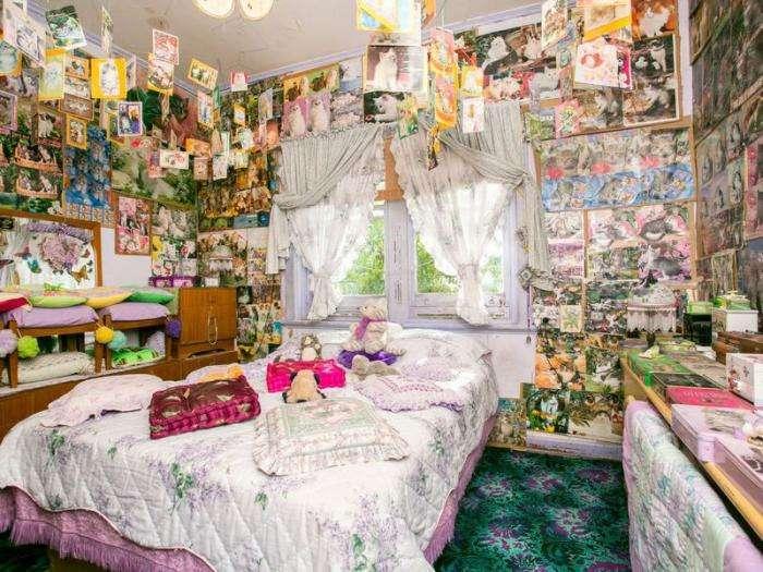Скромненький домик с истеричным интерьером (10 фото)