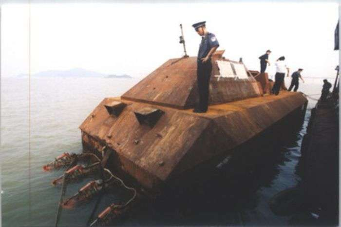 Быстроходные бронированные катера китайских контрабандистов (9 фото)
