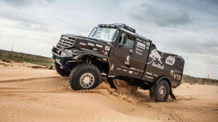 Новый гоночный КамАЗ с кабиной от Mercedes (10 фото)