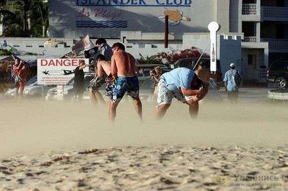 Опасный пляж (18 фото)