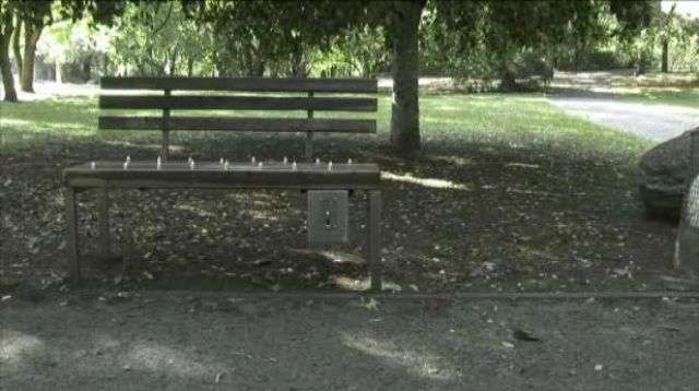 Платная скамейка (13 фото)