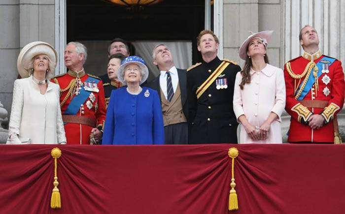 9 самых странных привилегий и прав королевы Великобритании