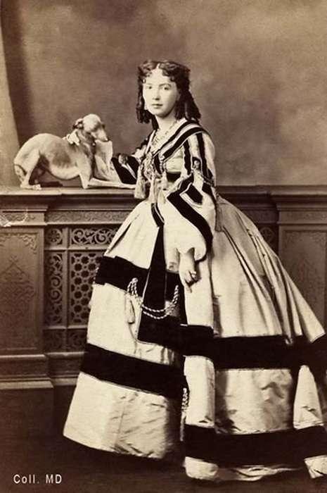 Кора Перл – куртизанка XIX века, которую первой «подали» голой на серебряном блюде