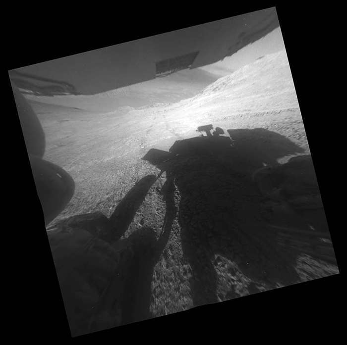 Селфи марсохода и еще 11 снимков красной планеты