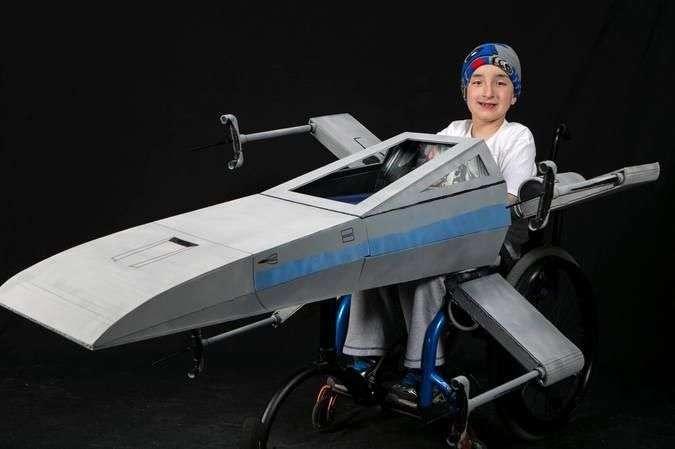 Волшебные костюмы для детей, прикованных к инвалидной коляске (10 фото)