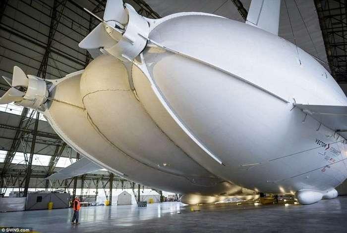 Самое крупное воздушное судно в мире впервые выведено из ангара