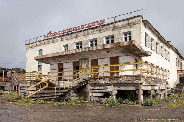 Типичный заброшенный поселок на Чукотке
