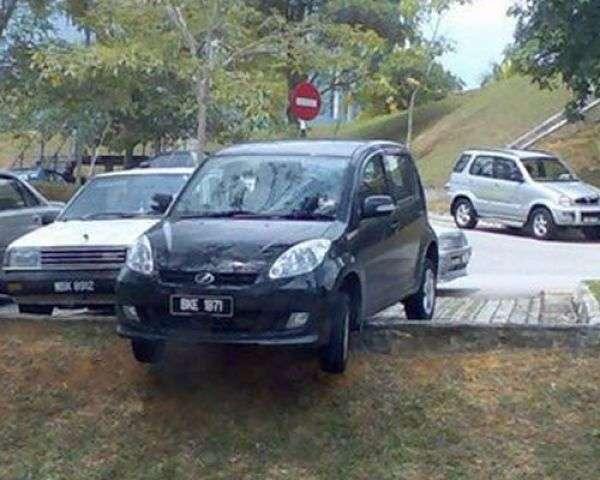 Неудачная парковка (90 фото)