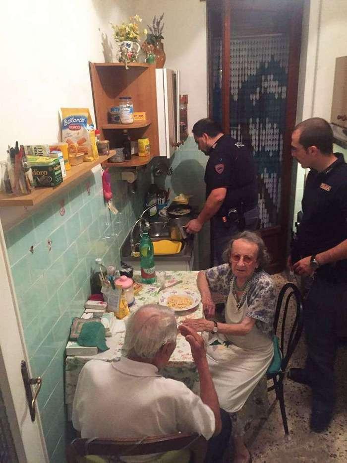 Старики плакали так громко, что приехала полиция. И приготовила им ужин