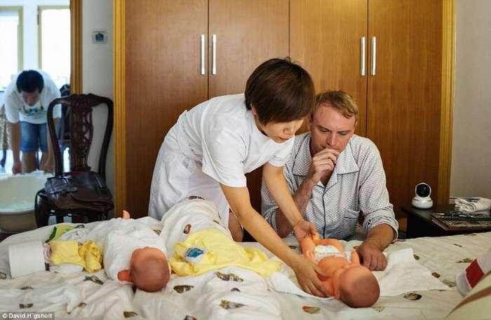 Этим мужчинам предложили пережить все прелести беременности. Вот что из этого получилось... (10 фото)