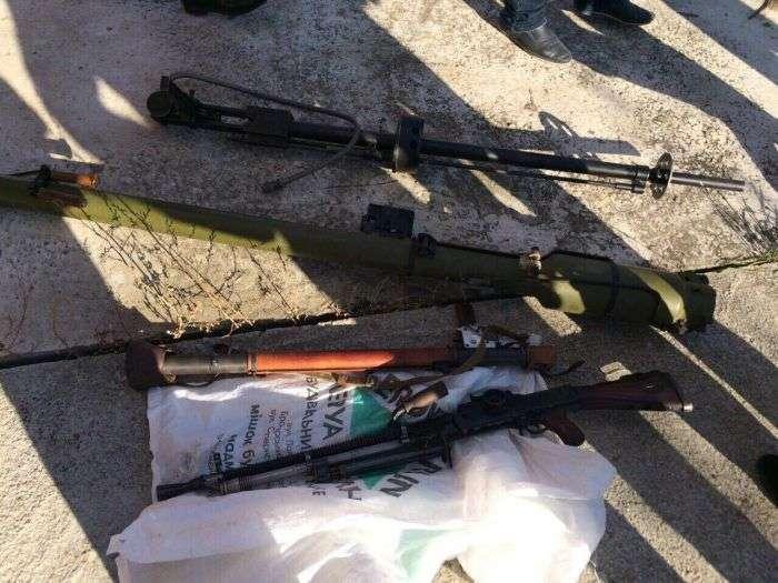 Под Киевом найден склад интернет-магазина, продававшего оружие и боеприпасы (7 фото)