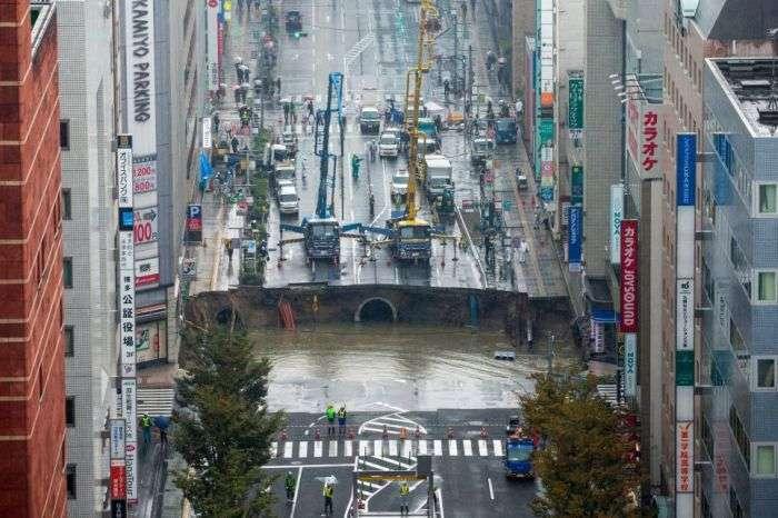 Обвал грунта на шоссе в Японии
