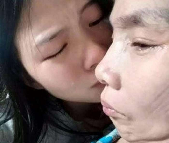 Китаянка выставила себя на продажу ради спасения матери
