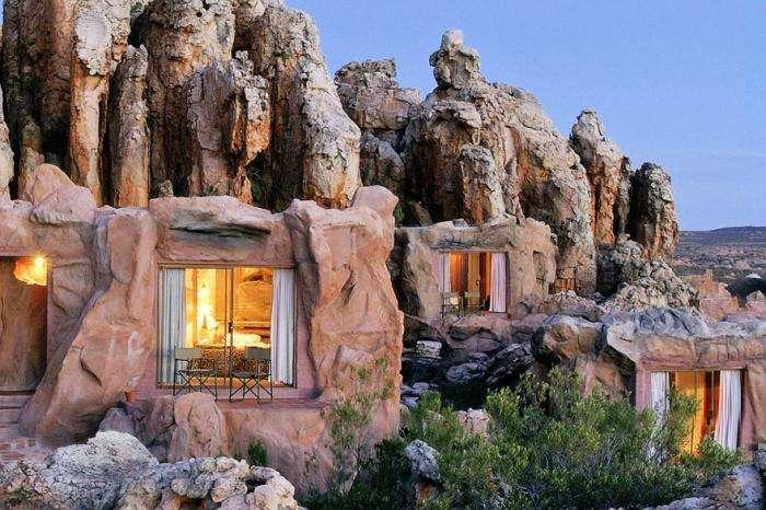 «Первобытный» отель с номерами-пещерами в Африке (6 фото)