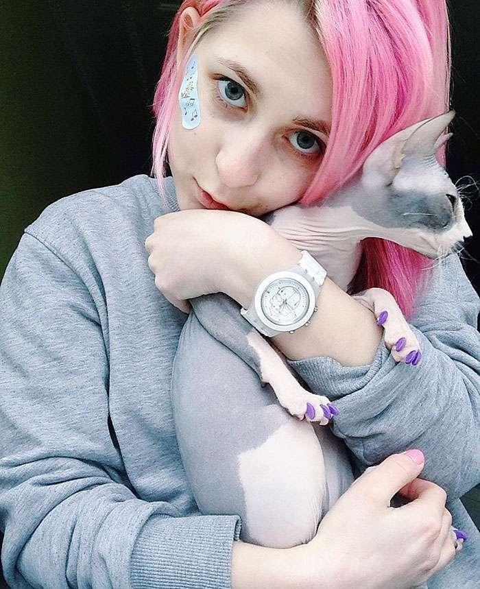 Бирюзовый кот, выбритый на затылке — яркая стрижка, взорвавшая Instagram (9 фото)