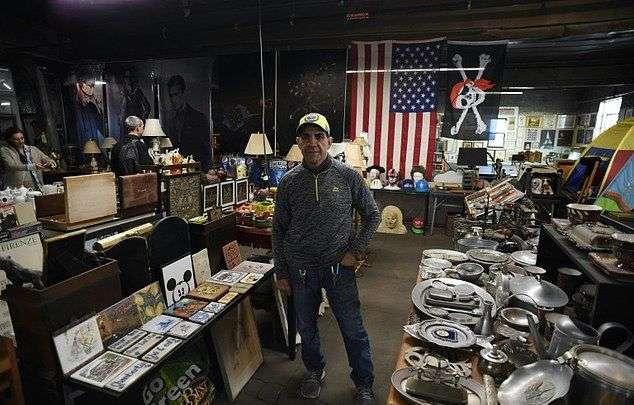 Коллекция дорогостоящего хлама, собранная нью-йоркским мусорщиком за 30 лет (12 фото)
