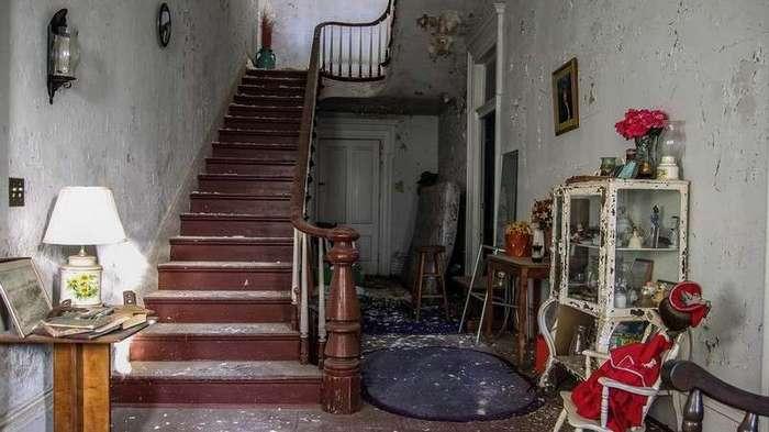 30 лет запустения: жуткие интерьеры заброшенного дома