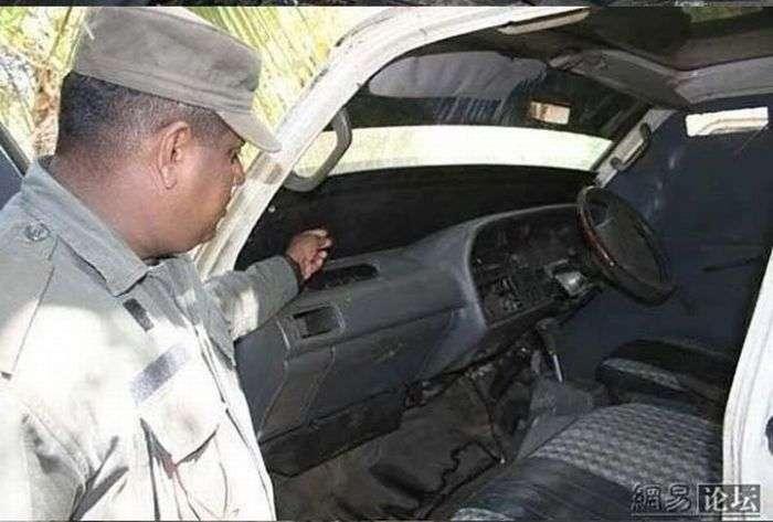 Бронемашина из Сомали (7 фото)