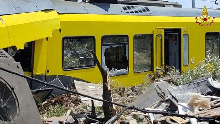 На юге Италии столкнулись два поезда