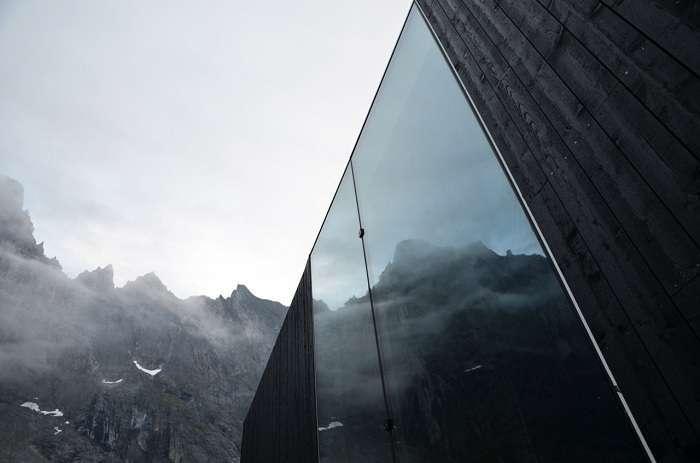 Отобедать у Стены Троллей: «невидимый» стеклянный ресторан
