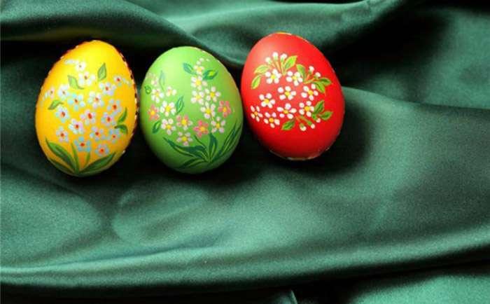 Простые способы превратить пасхальные яйца в праздничное украшение (11 фото)