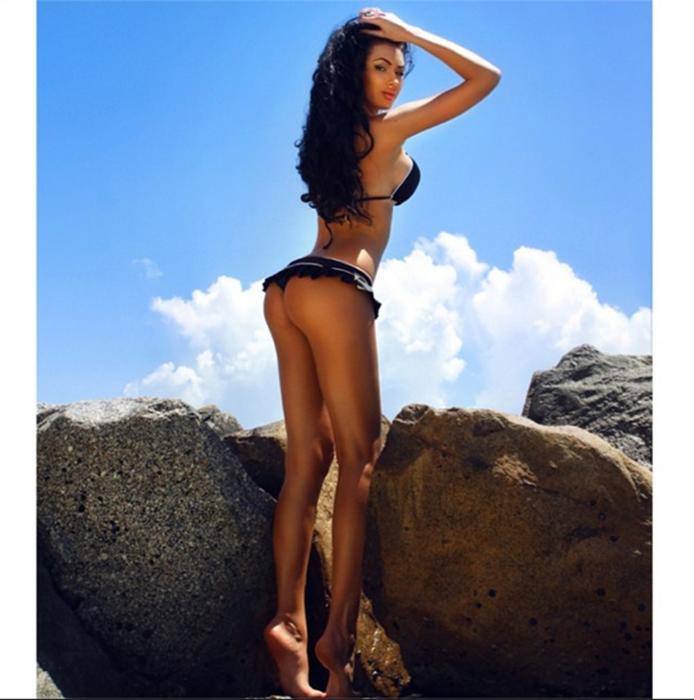Шикарные девочки с обворожительными телами (21 фото)