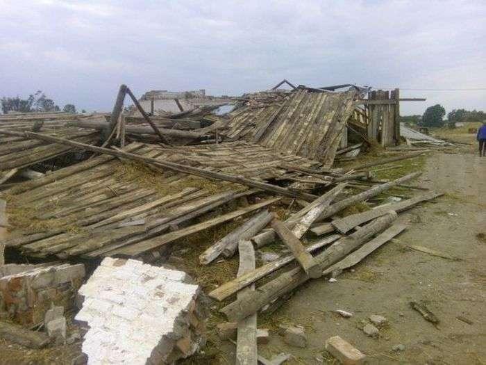 Смерч в Витебской области Белоруссии (16 фото)