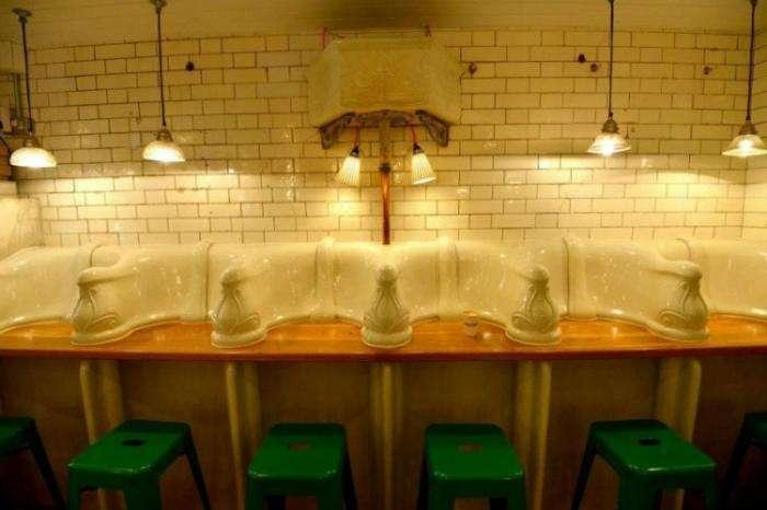 Закусочная в мужском туалете викторианской эпохи (7 фото)