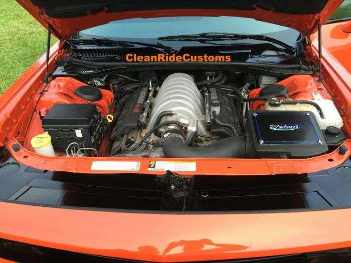 Уникальный Challenger SRT8 с четырьмя дверьми за 250 тысяч долларов (17 фото)