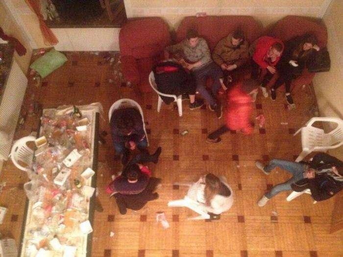 Как бы красиво не начиналась студенческая вечеринка, окончание будет закономерным (10 фото)