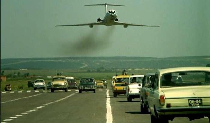 Как на автобан самолет сажали: невероятные приключения съемочной группы в России