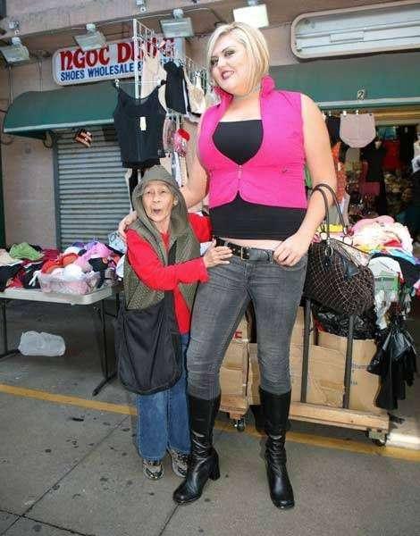 Самая высокая блондинка (19 фото)