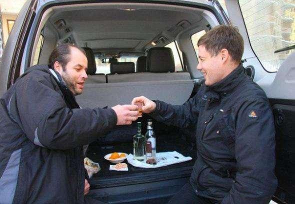 Верховный суд России разрешил водителям выпивать в машинах, с заведенным двигателем