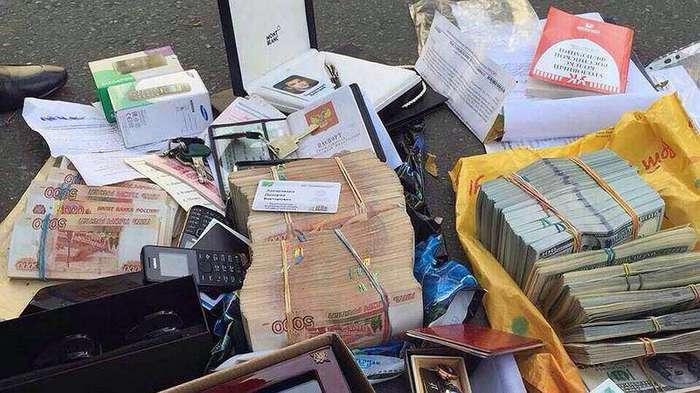 Миллиардер из МВД: у Захарченко нашли еще 300 млн евро