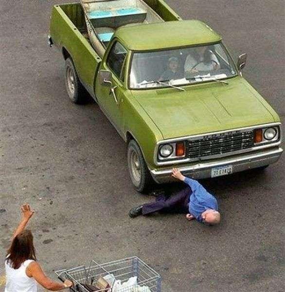 Женщины и автомобили (34 фото)