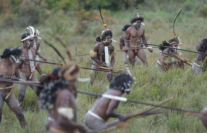 Дикое племя Дани: Копченые мумии и женщины с отрезанными пальцами