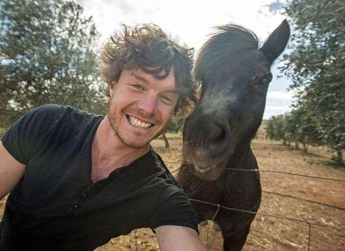 Фотограф делает милые селфи с животными (13 фото)