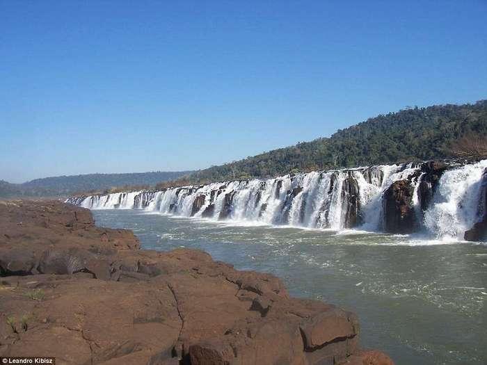 Такого вы больше нигде не увидите: уникальные боковые водопады на реке Игуасу в Аргентине