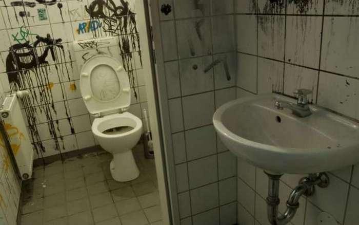 Нашёл свою любовь по номеру телефона, нацарапанному на стене туалета